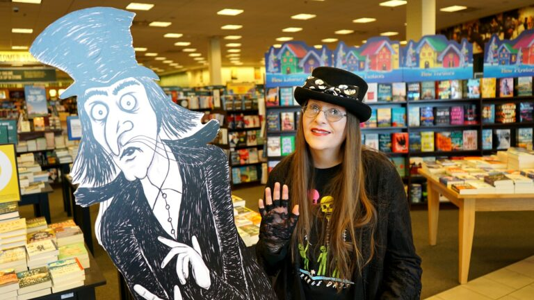 Barnes & Noble Glendora Signing November 2019 - Horror Author Lori R. Lopez & Book Character Mister Snark